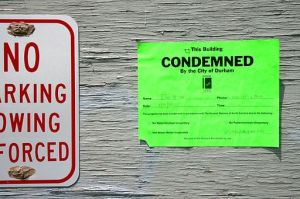 2011-05-22_Liberty_Warehouse_condemned_notice_in_Durham